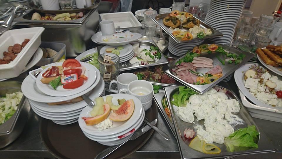 O pozostawianiu przez nas jedzenia na talerzykach :(